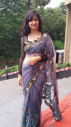 We share 51 beautiful Indian women in saree looking gorgeous and hot. These are the beautiful actress and indian models who looking so stunning in Saree. Beautiful Girl Photo, Beautiful Girl Indian, Most Beautiful Indian Actress, Beautiful Saree, Indian Beauty Saree, Indian Sarees, Moda Indiana, Indian Girls Images, Saree Models