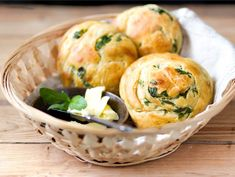 Valkosipuli-yrttisämpylät Bread Rolls, I Love Food, Superfood, Potato Salad, Muffin, Food And Drink, Cooking Recipes, Baking, Breakfast