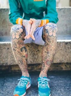 When it comes to leg tattoos for men, the most important thing to consider is movement. People don't realize that the placement of your leg tattoo matters. Tatto Old, Fake Tattoo, Leg Tattoo Men, Body Art Tattoos, Tribal Tattoos, Tatoos, Tattoo Art, Mundo Tattoo, Moda Blog