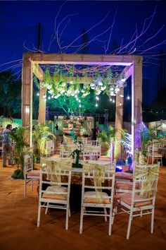 Rustic for that informal crazy night #cocktailnightdecor #rightambience #letsroll #indianwedding #wedmegood #shaadisaga #dreamexecutedright #sangeetnight #bollywood #prewedding #happiness http://bonvera.in/