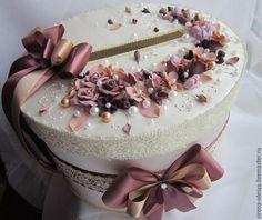 Купить или заказать Казна свадебная 'Шоколад' в интернет-магазине на Ярмарке Мастеров. Свадебная казна в сладкой шоколадной гамме. Украшена цветами ручной работы, атласными лентами и кружевами.