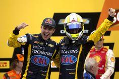 Ao lado de Sperafico, Fraga vence na estreia e coloca nome na história da Stock Car em Interlagos.