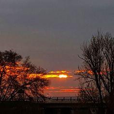 El sol se asoma un momento y nos da los Buenos días! #diariodeuninstagramer