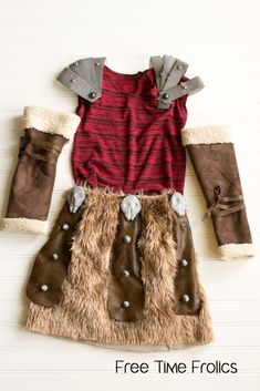 Astrid costume from How to train your dragon. This Astrid costume is all in the details. Vikings Costume Diy, Vikings Halloween, Dragon Halloween, Viking Costume, Dragon Costume, Astrid Costume, Astrid Cosplay, World Book Day Costumes, Book Week Costume