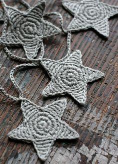 Crochet Garland - Wall Hanging - Small Bunting - Stars garland- Putty 23 50 via Etsy Crochet Bunting, Crochet Garland, Crochet Stars, Crochet Decoration, Crochet Motif, Hand Crochet, Crochet Flowers, Knit Crochet, Crochet Christmas Garland