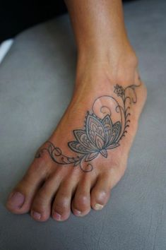 Henna tattoo foot, feather tattoo foot, mandala flower tattoos, ankle f Ankle Tattoo Mandala, Ankle Foot Tattoo, Henna Tattoo Foot, Feather Tattoo Foot, Mandala Flower Tattoos, Flower Tattoo Foot, Flower Mandala, Foot Tatoos, Lotus Flower