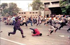 攝影工作者許村旭「派對走掉」系列─九○年代街頭運動。(許村旭提供)