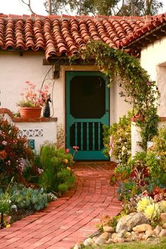 Ideas exterior house colors colonial spanish revival for 2019 Mission Style Homes, Spanish Style Homes, Spanish House, Spanish Design, Spanish Colonial Decor, Spanish Tile Roof, Spanish Courtyard, Spanish Revival Home, Colonial Cottage