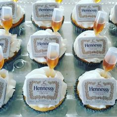 Hennessy cupcakes with hennessy shots henessy drinks Liquor Cupcakes, Alcohol Infused Cupcakes, Alcoholic Cupcakes, Liquor Cake, Alcohol Cake, Alcohol Shots, Alcoholic Desserts, Cocktail Desserts, Birthday Party Drinks