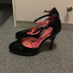 Betsy Johnson black patent leather high heels These Betsy Johnson patent leather high heel pumps are in great used condition no signs of wear just on the sole size 7 Shoes Heels