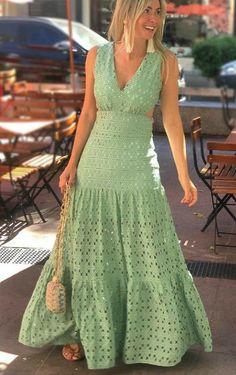 29 Spring Summer Dresses For Your Perfect Look This Summer - Luxe Fashion New Trends - Fashion Ideas Floral Dress Outfits, Chic Outfits, Spring Outfits, Fashion Dresses, Maxi Skirt Outfit Summer, Simple Dresses, Pretty Dresses, Beautiful Dresses, Casual Dresses