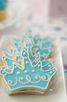 Cinderella Birthday Party crown cookies     hellodesignlove.com