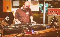 #throwbacktuesday to when House Shoes recorded a JuiceLand Radio mix Live from Exploded Records. Check it out at http://ift.tt/20m8eie  hear mixes from @theoctopusproject @hardproof @sharks512 @daedelus & more #vinyl #vinyligclub #vinylcollection #vinyljunkie #vinylporn #vinyladdict #vinylcollector #vinylrecord #vinylrecords #vinyloftheday #recordshop #recordstore #records #recordshopping #djmix #austin #texas #juiceland #music #health #goodvibes #electronic #experimental #beats #hiphop…
