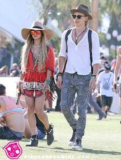 4f5406340db Vanessa Hudgens And Austin Butler s Fun Fashion Choices At Coachella 😍😍😍