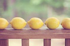 Cytryna nie jest niepozornym produktem, którego przydatność ogranicza się do doprawiania napojów. Z powodzeniem można dzięki niej czyścić, polerować i doprawiać.