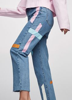 2017 Autumn Winter 2017 jeans collection for women at PULL&BEAR. Try our high waist, biker, cropped, baggy or mom jeans. Painted Jeans, Painted Clothes, Diy Clothing, Custom Clothes, Look Patches, Jean Outfits, Cool Outfits, Denim Fashion, Fashion Outfits