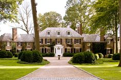 An early 20th-century neo-Georgian looks right at home in the rolling hills of suburban New Jersey - Traditional Home® / Photo: John Bessler / Architect: Delano & Aldrich