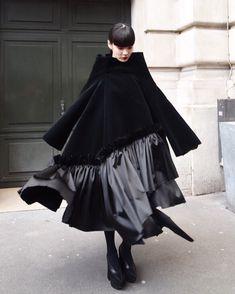 COMME des GARCONS Akimoto Kozue Look Fashion, Fashion Art, Womens Fashion, Fashion Tips, Fashion Design, Fashion Trends, Fashion 2020, Girl Fashion, Street Snap