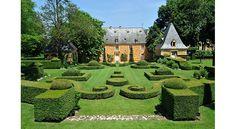 Les jardins du Manoir d'Eyrignac font partie des plus beaux de France et valent bien évidemment le détour. Découvrez les sans plus attendre !
