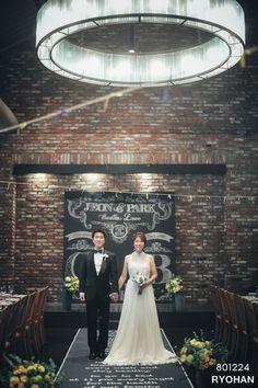 홈파티 분위기의 테마웨딩  마켓오 도곡 Theme.Blackboard Color.Yellow+Blue  Directing.801224 www.801224.com  Flower.앤드류.s www.andrew-s.com  Photo.쿠모나리제이 www.kumonaryj.com  Music.파인아트 컴퍼니 www.fineart-m.com  DVD.스폐셜필름 www.specialfilm.co.kr Assistant Director.김민하 Director.료한