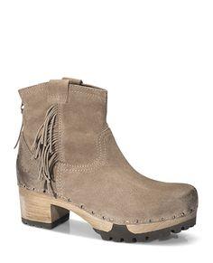 ILUSKA Bailey tan #munich #muc #softclox #clogs #ILUSKABailey#tan #nude #fall #shoes #fallshoes #winter #wintershoes #woddensole