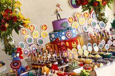 Comadre olha que bonitinha essa decoração de vingadores! Para Vivian