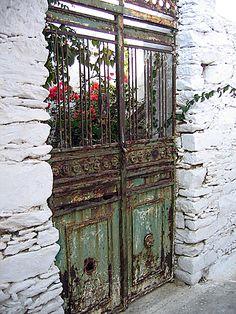 A door in Hora (Amorgos, 2006)