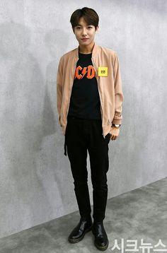 He looks so grown up D Twice Chaeyoung, Johnny Seo, Look Man, Huang Renjun, Na Jaemin, Kpop, Lucas Nct, Got7 Jackson, Taeyong