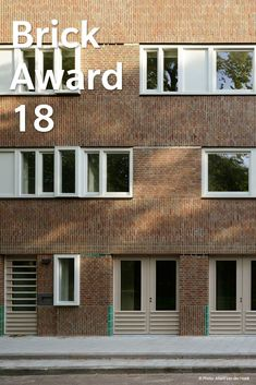 #WienerbergerBrickAward 2018 nominee 19: Tugelablokken by M3H Architects, the Netherlands. While the building's brick façade looks common at the first sight, on closer inspection it reveals its richness in bonding and colours. This diversity allows the repetition inherent to contemporary housing schemes to be balanced by a rich variation and human scale of the façade. In the second block, some coloured glazed bricks were integrated into the brick façade that refine the building.