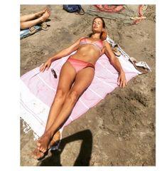 Carolyn Murphy en maillot de bains http://www.vogue.fr/mode/mannequins/diaporama/maillots-de-bains-mannequins-tops-inspiration-ete-tendance-2016/31226#carolyn-murphy-en-maillot-de-bains