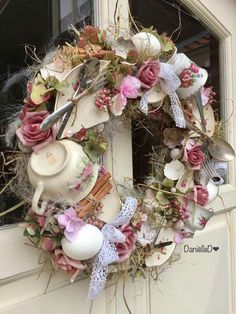 Wreaths For Front Door Mesh Wreaths Easter Wreaths Christmas Wreaths Christmas Decorations Outdoor Wreaths Spring Crafts Chula Vintage Wreath Diy Spring Wreath, Diy Wreath, Spring Crafts, Wreath Ideas, Couronne Shabby Chic, Easter Wreaths, Christmas Wreaths, Teacup Crafts, Vintage Wreath