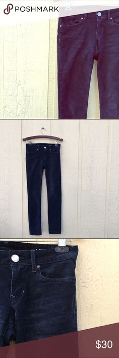 GAP Navy Cords Corduroy Always Skinny Pants Tagged as a 24' or 00. Inseam is 31'.💕 GAP Pants Skinny