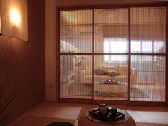 This can be very expensive, but nice in summer. Japanese Modern, Japanese Interior, Japanese House, Closed Doors, Sliding Doors, Zen Interiors, Wood Carving Art, Cozy Nook, Kitchen Images