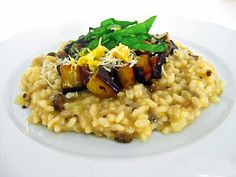 The legendary aubergine and lemon risotto according to Ottolenghi from the great cookbook 'Enjoyable vegetarian'. Yotam Ottolenghi, Ottolenghi Recipes, Vegetable Recipes, Vegetarian Recipes, Healthy Recipes, Vegetarian Cookbook, Eggplant Recipes, Rice Dishes, Food Inspiration