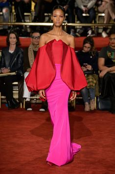 All of the best looks of the Christian Siriano runway collection from Fall 2018 Fashion Week Pink Fashion, Couture Fashion, Fashion Show, Fashion Outfits, Fashion Design, Dope Outfits, Women's Fashion, Autumn Fashion 2018, New Shape