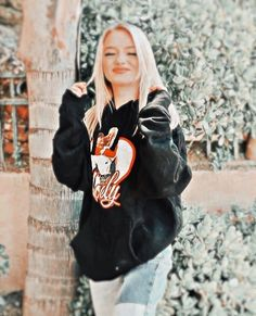 Aesthetic Videos, Aesthetic Girl, Roblox Funny Videos, Riverdale Betty And Jughead, Rare Pictures, Beautiful Person, Editing Pictures, Bomber Jacket, Graphic Sweatshirt