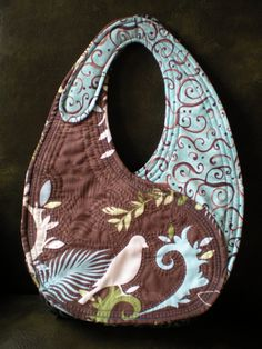 This is an easy and fun bag to sew with two inside pockets. This handbag design by Jamie Kalvestran was inspired by the Yin-Yang symbol.  I really like the hand and machine quilting that was done o…