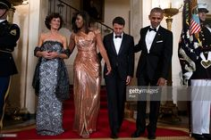 US President Barack Obama (R) and First Lady Michelle Obama (2L) pose for the official picture with Italian Prime Minister Matteo Renzi (2R) and Italian First Lady Agnese Landini (L) prior to the state dinner at the White House on October 18, 2016 in Washington DC. President Obama and First Lady Michelle Obama are hosting their final state dinner featuring celebrity chef Mario Batali and singer Gwen Stefani performing after dinner.