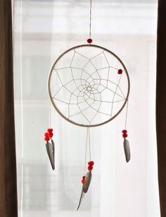 a lion's nest: DIY Dream Catcher Diy Projects To Try, Crafts To Do, Craft Projects, Arts And Crafts, Craft Ideas, Mobiles, Crafty Craft, Crafting, Homemade Gifts