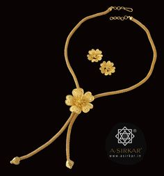 Parul Lata Necklace: Sometimes, we make mistakes. A brief for a bolo-tie… Gold Chain Design, Gold Jewellery Design, Simple Jewelry, Simple Necklace, Golden Jewelry, India Jewelry, Gold Set, Pendant Jewelry, Jewelery