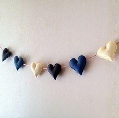 Felt garland, hearts banner, felt heart bunting - nursery decor - birthday decor - living room decor - childrens room decor – bedroom decor €30  www.etsy.com/shop/poppenatelier