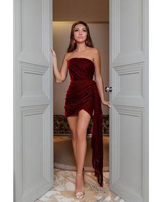 """447 Beğenme, 2 Yorum - Instagram'da @scoopbaku: """"Tünd qırmızı @oscardelarenta saçaqlı mini libas gecə ziyafətlərində sizi daha da cazibədar edəcək!…"""" Dress Red, Mini, Red Dress Outfit"""