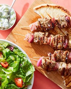 Fire up the grill with Martha & Marley Spoon's convenient pork souvlaki kebabs with pita & tzatziki! The refreshing, chilled tzatziki sauce made from creamy yogurt, a hint of garlic, and salt is the perfect condiment for just about anything. Ham Recipes, Salad Recipes, Vegetarian Recipes, Healthy Dishes, Healthy Eating, French Green Lentils, Moroccan Spices, Side Salad, Dinner Menu