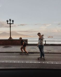 Chi lo sa com'è Napoli veramente #MyCity #whpinthestudio // #hoboh #vsco #whpfreetime #vans