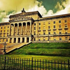 #stormont #government #govermentbuilding #northernireland #northernirelandassembly #beautiful #belfast #photograph #photographer #cannon #running #runhappy #countydown #cool #instagram #ireland #picoftheday #landscape #naturetrail by 1loopyloo