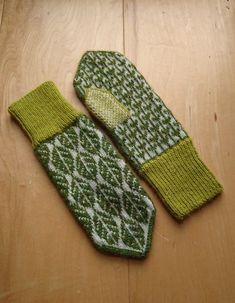 Lövvantar /leaf mittens by Elin Åkelius, Växjö (dela dina vanttar! Knitted Mittens Pattern, Fair Isle Knitting Patterns, Knit Mittens, Knitted Gloves, Crochet Patterns, Yarn Projects, Knitting Projects, Crochet Doilies, Knit Crochet
