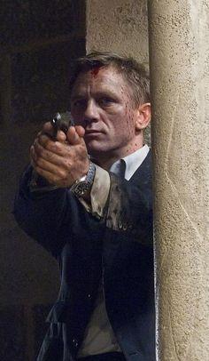 Daniel Craig as James Bond in Skyfall. Daniel Craig James Bond, Craig Bond, Rachel Weisz, Estilo James Bond, James Bond Style, James Bond Actors, James Bond Movies, James Bond Skyfall, Marc Forster