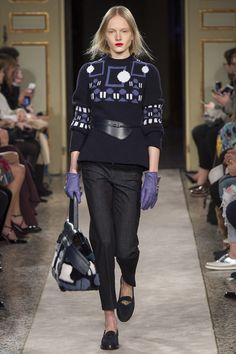 Tod's Fall 2015 RTW Runway – Vogue and check out that bag