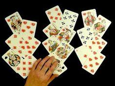 la cartomancie : divination par les cartes à jouer.