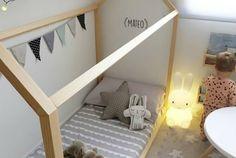 Quiero una cama casita para mí también! #decokidshttp://www.diariodeco.com/2017/05/5-habitaciones-infantiles-de-instagram.html by @acotiodeco